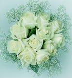 Blumenstrauß von weißen Rosen elf tonen Stockbilder