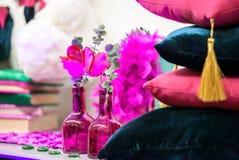 Blumenstraußblumen im Glasvase Stockbilder