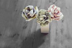 Blumenstraußblumen von Banknoten Lizenzfreies Stockfoto