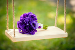 Blumenstrauß auf einem Schwingen Stockfotos