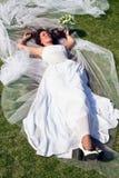 Blumenstrauß in den Händen der Braut Lizenzfreies Stockfoto