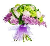 Blumenstrauß der Fliedern, der Rosen und der Blenden Stockfotos