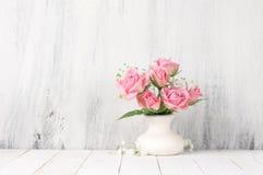 Blumenstrau? der frischen Blumen von rosa Rosen lizenzfreie stockfotografie