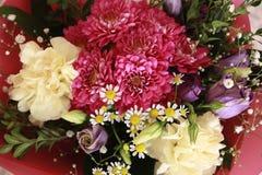Blumenstrau? der verschiedenen Blumen stockfotografie