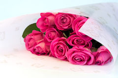 Blumenstrauß des Blumenhintergrundes der rosa Rosen ist Retro- selektive Weichzeichnung der Liebesweichheits-Weinlese Lizenzfreies Stockfoto