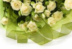 Blumenstrauß von den weißen Rosen Lizenzfreie Stockfotografie