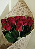 Blumenstrauß von roten Rosen stockbilder