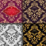 Blumenverzierung der nahtlosen Weinlese Farbige heraldische Ostmuster Goldene Blätter und Lilien Asiatische Art lizenzfreie abbildung