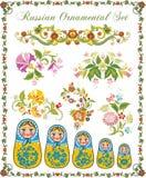 Blumenverzierungen in der russischen Art Stockfotos