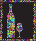 Blumenweinflasche und -glas Stockfotos