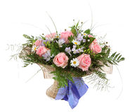 Blumenzusammensetzung, Blumenstrauß von weißen Gänseblümchen und p Stockfotografie