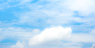 blur white cloud and blue sky background image Royalty Free Stock Photography