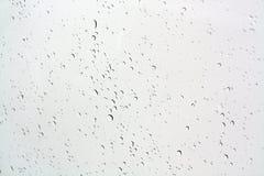 Blured-Wasser fällt auf Fenster lizenzfreie stockbilder