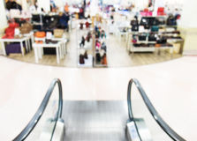 Blurred, de focused shopping mall, escalator Royalty Free Stock Images