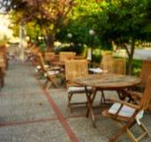 Blurred a façonné la terrasse de café photo libre de droits