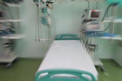 Blurred hospital room with empty bed ready for admission of pati. Ent, unfocused background Royalty Free Stock Images