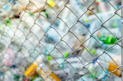 Free Blurred Photo Of Pile Of Empty Water Plastic Bottle In Mesh Fence Recycle Bin. Plastic Bottle Waste For Recycle In Recycling Royalty Free Stock Photos - 200755168