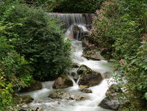 Blurred waterfall flow Royalty Free Stock Photos
