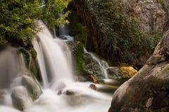 Blury-Wasserfälle, Schuss in der magischen Stundensonne mit einer langen Belichtungsart Fotografie Stockfotografie