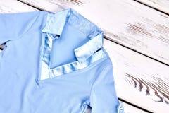 Blusa blu elegante delle ragazze per la scuola Fotografie Stock Libere da Diritti