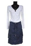 Blusa e saia brancas das calças de brim fotografia de stock