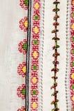 Blusa tradicional rumana - texturas y adornos tradicionales Foto de archivo