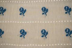 Blusa tradicional rumana - texturas y adornos tradicionales Foto de archivo libre de regalías