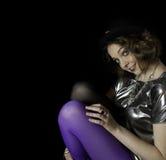 Blusa vestindo do vintage do chapéu e da prata da jovem mulher bonita Imagem de Stock
