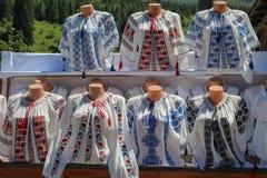 Blusas rumanas tradicionales Imágenes de archivo libres de regalías