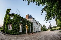 Bluszcz zakrywająca Francuska górska chata w Francja Zdjęcie Stock
