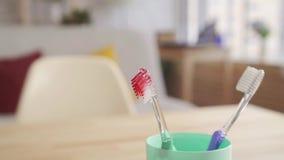 Blut auf der Zahnb?rste stock video