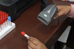 Blut-Proben mit Strichcode Stockbild