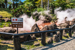Blut-Teichhölle Chinoike Jigokuor in Beppu, Oita, Japan Lizenzfreie Stockbilder