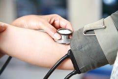 Blutdruckcheck oben Stockfotos
