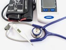 Blutdruckmonitor, -stethoskop und -thermometer Lizenzfreies Stockfoto
