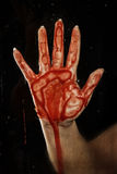 Blutige Hand auf Glas Stockfoto