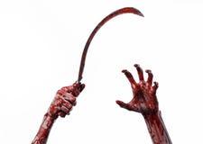 Blutige Hand, die eine Sichel, Sichel blutig, blutige Sense, blutiges Thema, Halloween-Thema, weißer Hintergrund, lokalisiert häl stockbilder