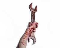 Blutige Hand, die einen großen Schlüssel, blutigen Schlüssel, großer Schlüssel, blutiges Thema, Halloween-Thema, verrückter Mecha Stockfotos