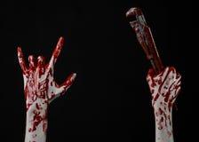 Blutige Hand, die einen justierbaren Schlüssel, blutigen Schlüssel, verrückter Klempner, blutiges Thema, Halloween-Thema, schwarz Stockbilder