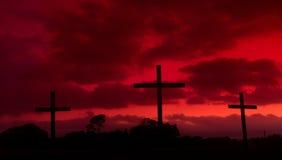 Blutrote Kreuze stockfotos