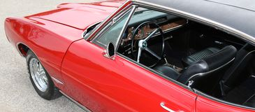 1969 blutroter klassischer Innenraum Pontiacs GTO Lizenzfreie Stockfotos