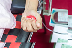Blutspender, der Spende macht Stockfoto