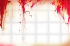 Blutstropfen auf der Badezimmerwand stockbild