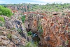 Blyde-Fluss-Schlucht, Südafrika, Sommer-Landschaft, rote Felsen und Wasser Stockfotos