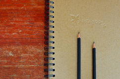 blyertspenna för anmärkning för svart bok royaltyfria foton