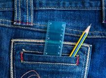 Blyertspenna med jean Arkivfoto