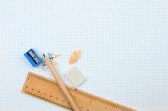 Blyertspenna och regel Royaltyfri Foto