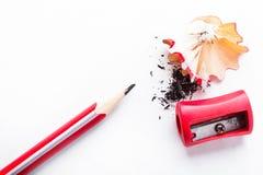 Blyertspenna och sharpener royaltyfri foto
