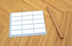 Blyertspenna och självhäftande etiketter Arkivfoton