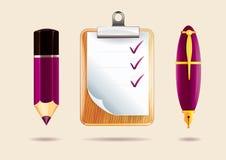 Blyertspenna, skrivplatta och penna Arkivfoto